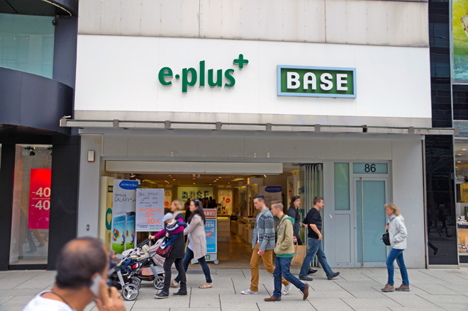 Base & E-Plus Zeil 5